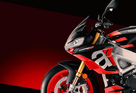 Aprilia Tuono V4 2021: basculante inspirado en MotoGP y